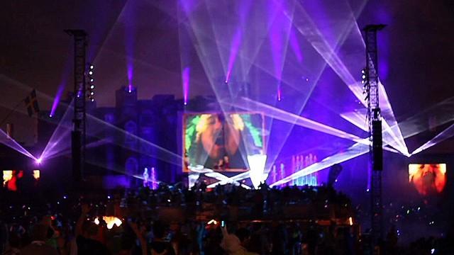 nr dnt Holmes Tomorrowworld draws crowds_00010527.jpg