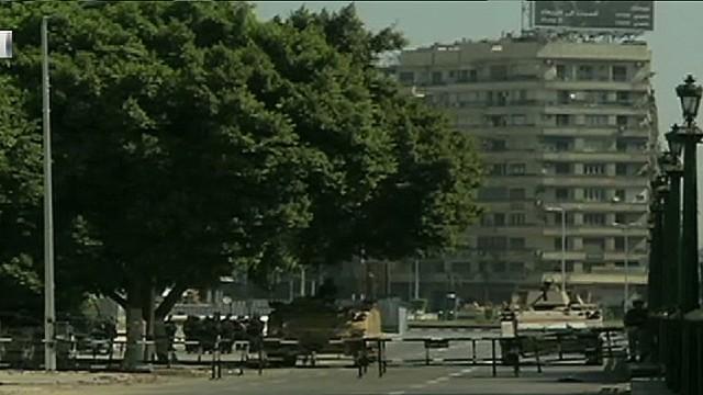 cnnee valderas egypt demos friday_00004013.jpg