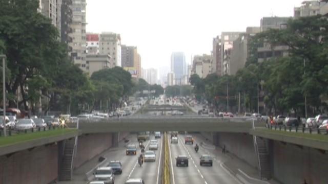 cnnee hernandez ven caracas expensive city_00015319.jpg