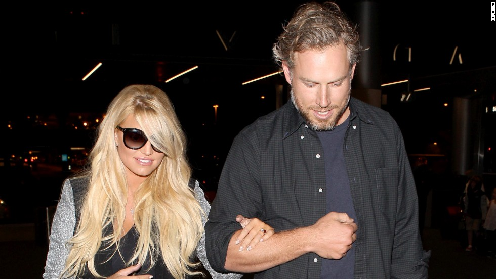 Jessica Simpson and fiance Eric Johnson catch a flight on October 13.