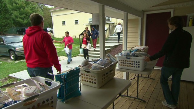 Furloughed workers turn to food pantries