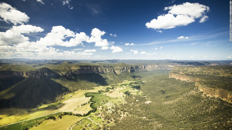 Capertee Valley, 135 kilometers northwest of Sydney, is said to be slightly longer than the Grand Canyon but not quite as deep, making it the world's second-largest enclosed canyon.
