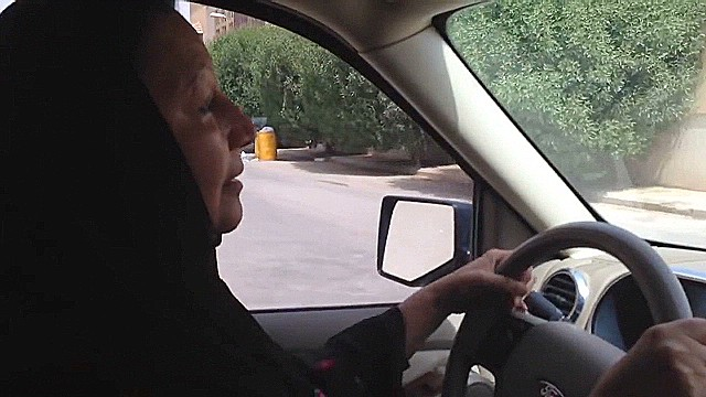 Saudi women show defiance by driving