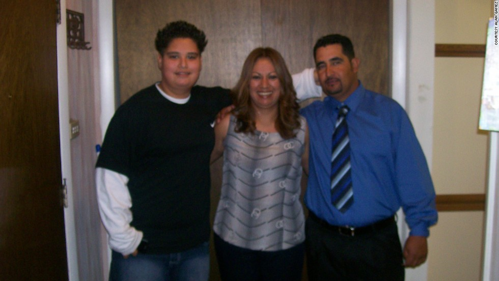 Gamez, shown here in 2008 with his parents, was always obese as a child.