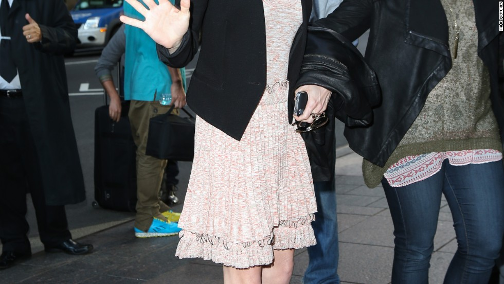 Anna Faris gives the press a wave while in London on October 15.