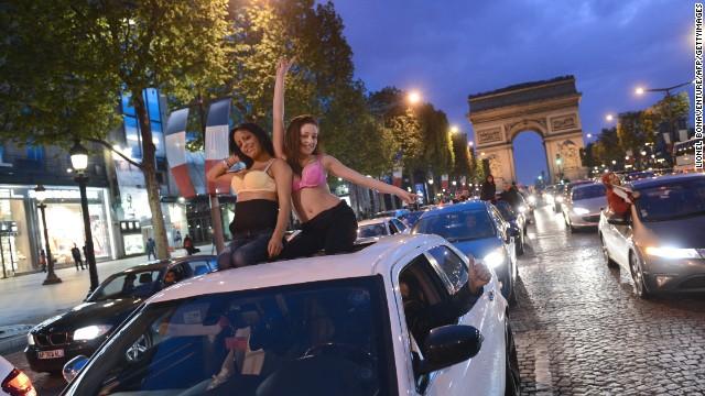"""The Champs Elysées -- double """"non."""""""