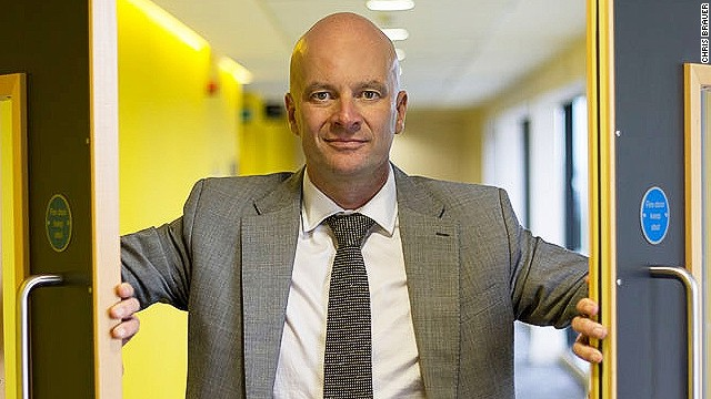Dr Chris Brauer