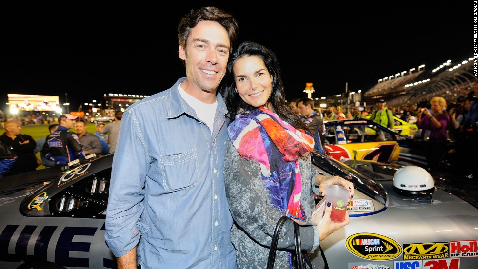 "In 1999, New York Giants football player Jason Sehorn proposed to actress Angie Harmon <a href=""http://www.youtube.com/watch?v=7x6fnOoSvkE"" target=""_blank"">on ""The Tonight Show with Jay Leno.""</a>"