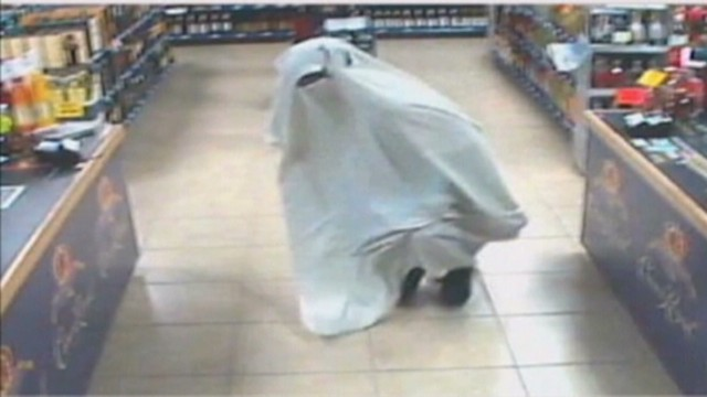 al dnt police search for ghost burglar _00010128.jpg