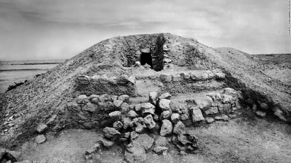 As Dilmun grew from a tribal society into one of the region's economic powerhouses, the structure of the mounds changed.