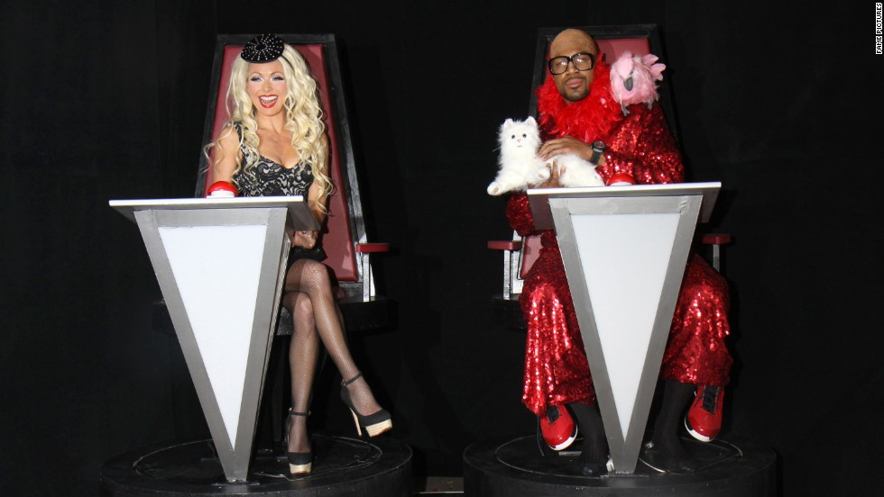 "That's not ""The Voice's"" Christina Aguilera and CeeLo Green after a little surgery. That's actually Kelly Ripa and her morning show co-host, Michael Strahan, in some very convincing costumes."