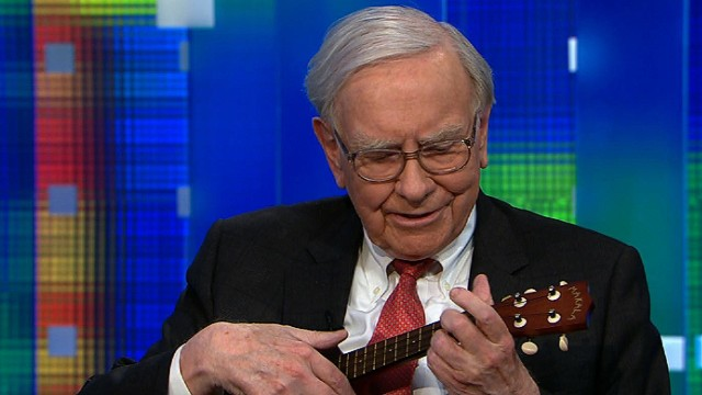 Warren Buffett plays ukulele for Piers