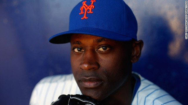 New York Mets pitcher LaTroy Hawkins tweeted about helping flight attendants subdue an airline passenger.