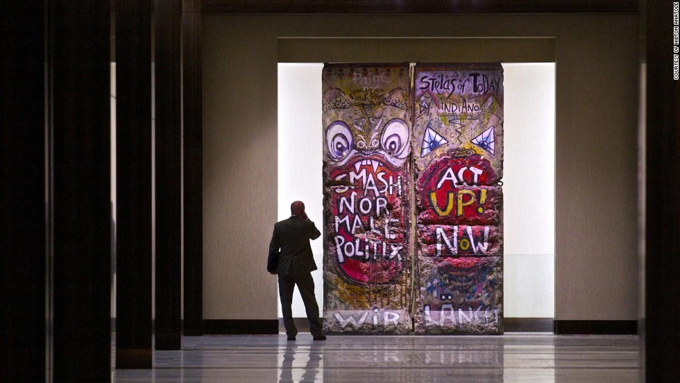 "Two segments of the Berlin Wall are a highlight of the 1,606-room Hilton Anatole in Dallas, which hosts a <a href=""http://www.hilton.com/en/hotels/content/DFWANHH/media/pdf/en_DFWANHH_fact_sheet.pdf"" target=""_blank"">massive art collection</a> of more than a thousand pieces throughout 27 floors."