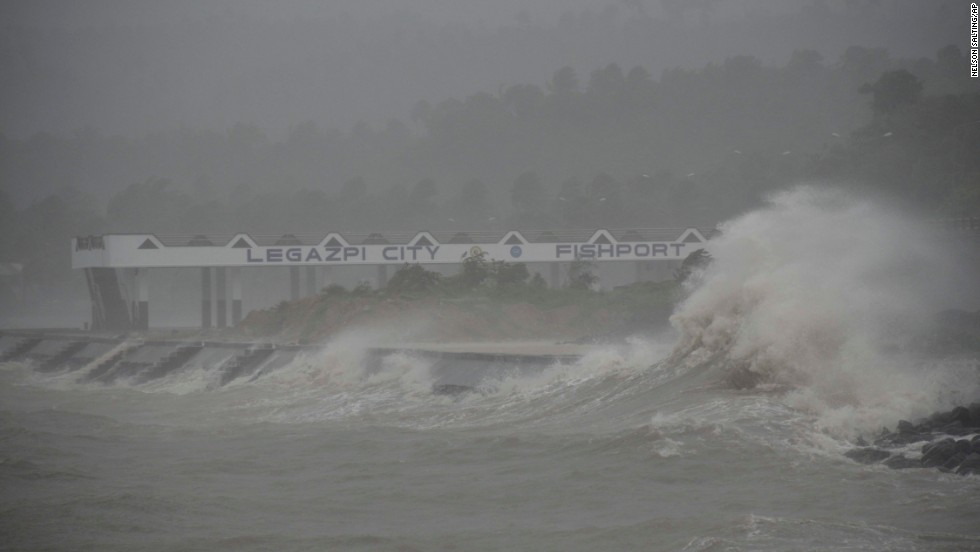 Huge waves from Haiyan hit the shoreline in Legazpi on November 8.