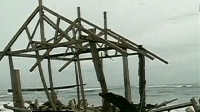 cnnee cafe alonso philipines typhoon damage_00034124.jpg