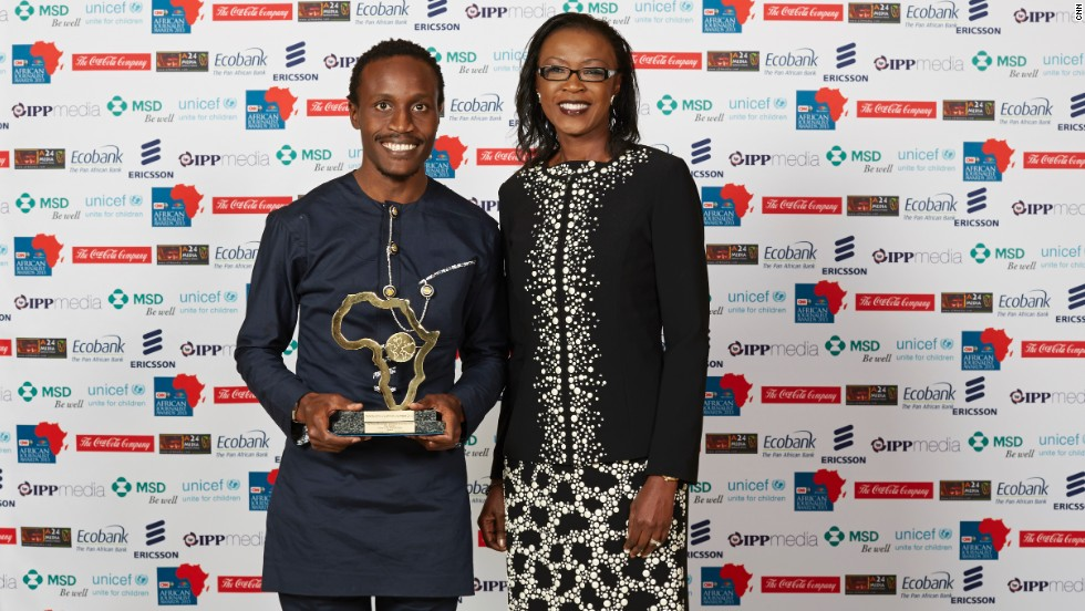 Tolu Ogunlesi (left), a freelancer for Ventures Africa in Nigeria, received The Coca-Cola Company Economics & Business Award from Dr. Susan Mboya, President, Coca-Cola Africa Foundation (right).