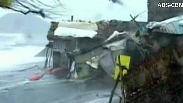 ac dnt cooper Typhoon Haiyan makes landfall_00010125.jpg