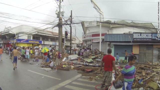 Storm chaser films typhoon Haiyan