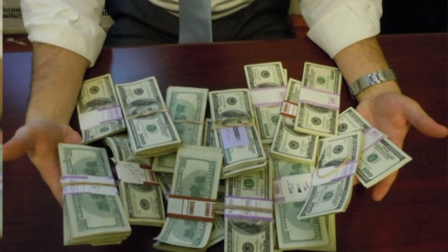 Man finds $98k in Craigslist desk