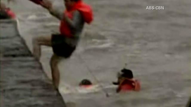 natpkg.orig.typhoon.rescues.philippines_00011607.jpg