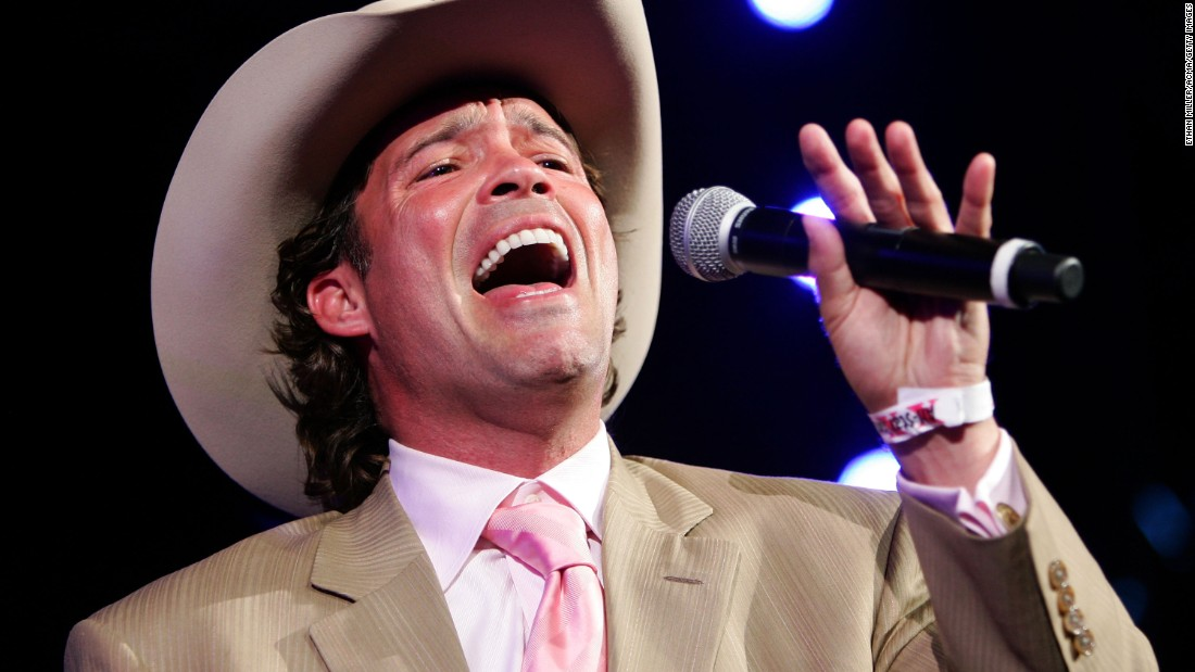 "It has been more than 15 years since musician Clay Walker was diagnosed with multiple sclerosis. He says he's learned to <a href=""http://www.cnn.com/2013/02/07/health/human-factor-walker/"">manage his condition</a> by eating a healthy diet, exercising and taking his medication."