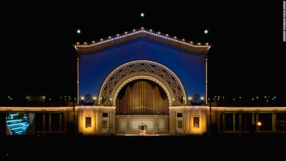 The Spreckels Organ Pavilion in Balboa Park is the site of weekly free concerts by the city's own staff organist.