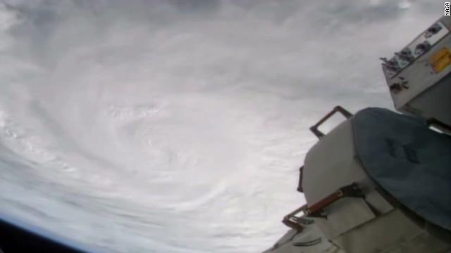 vo typhoon haiyan from space_00013210.jpg