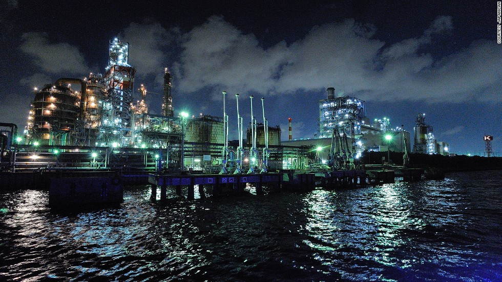 "Japan's travel craze of recent years, kojo moe, or ""factory infatuation,"" has made night tours of illuminated industrial areas, including Keihim Industrial Area, popular."