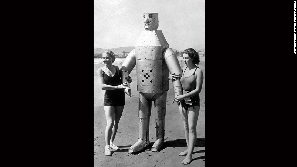 Move over David Hasselhoff. these ladies have found a real man to take for a dip in ocean. Well, perhaps not, but at 250 pounds, 7.5 feet tall and with a steely look in his eyes, Mac the Mechanical Man had a certain allure on Venice Beach back in the 1930s. What the picture doesn't show is his inventor Leighton Hilbert, who, just a few meters away is fiddling with Mac's remote controls. Way to cramp his style, Hilbert.