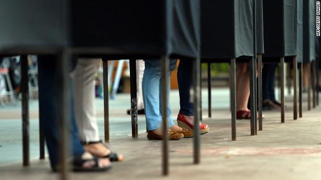 people preparing vote
