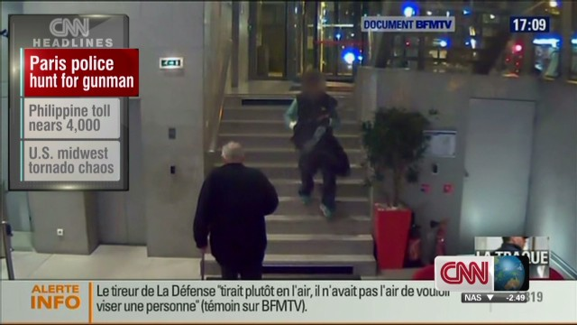 Paris police hunt for gunman