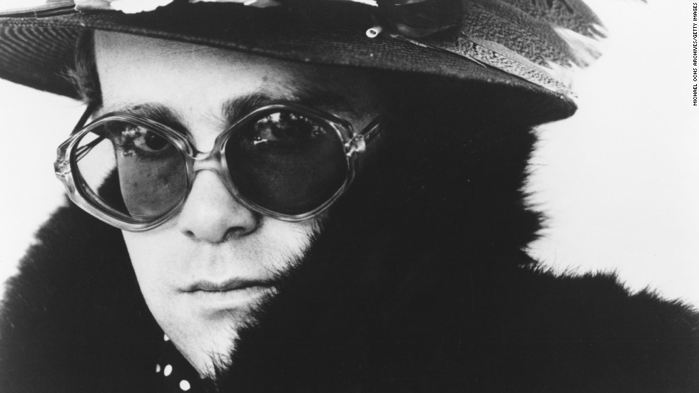 Singer Elton John poses for a portrait circa 1975.