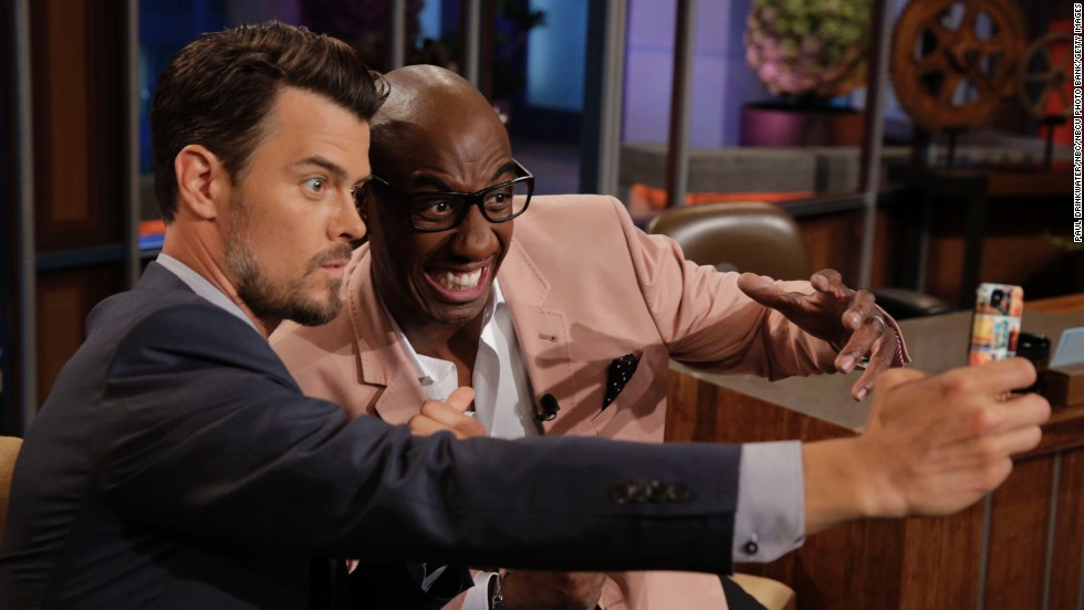 "Duhamel y el comediante JB Smoove durante ""The Tonight Show with Jay Leno."""
