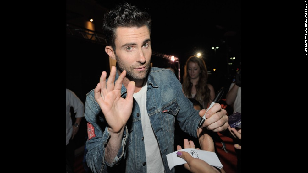 Levine signs autographs in Valencia, California, in 2011.