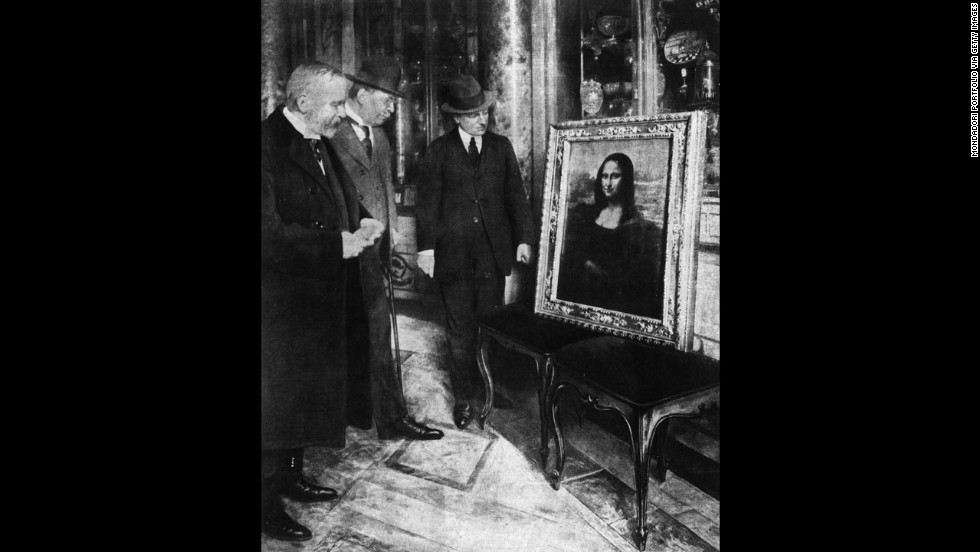 After Peruggia's arrest, the Mona Lisa was displayed for a week in the Uffizi.