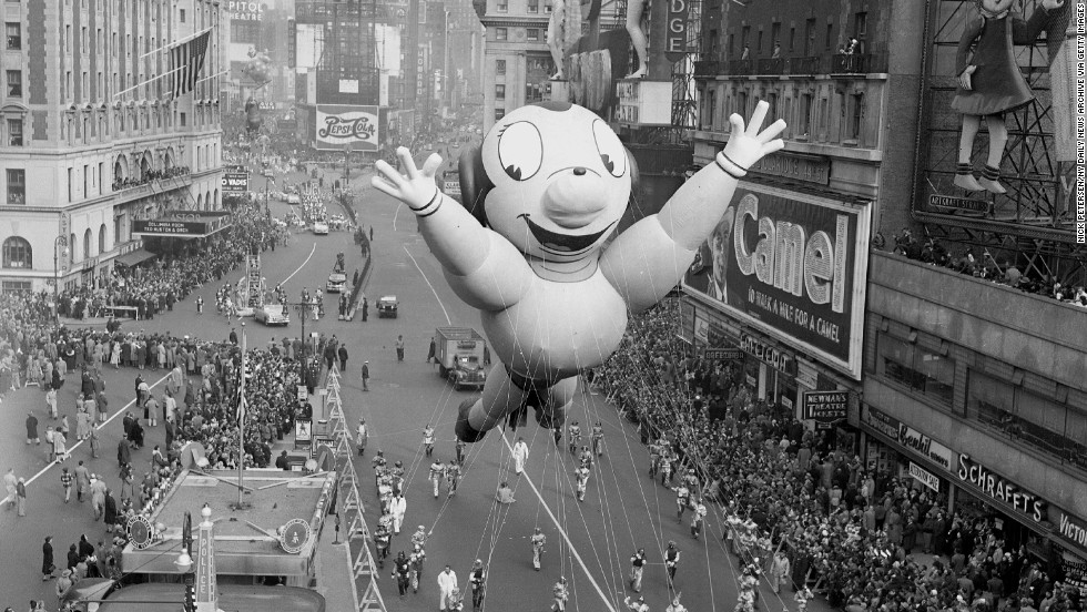 Mighty Mouse soars above the crowd as he hogs the spotlight in his 1951 balloon debut.