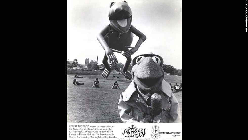 A Muppet Show photo ad promotes the launch of the Kermit the Frog balloon for the 1977 parade. After a few mishaps in the 80s and 90s, Kermit went on a 11-year hiatus until 2002.