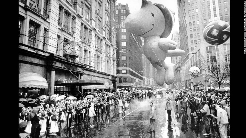 A large crowd got an advance look at the new character, Woodstock, who sashayed through midtown in the 62nd Macy's parade.