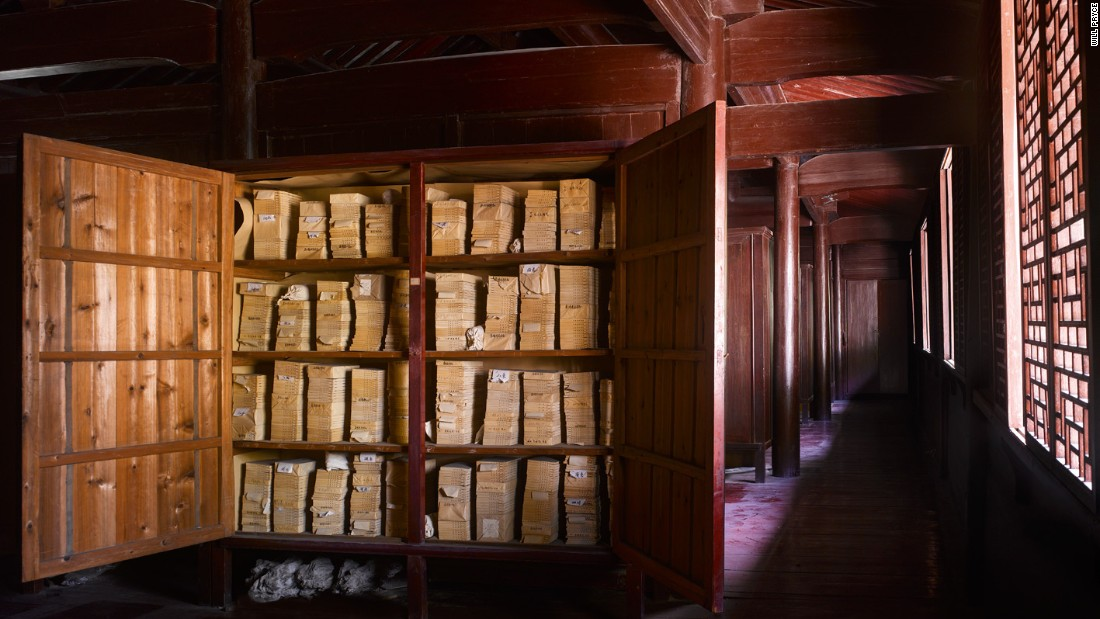 """<strong><br /><br />James Campbel</strong>l: """"This is the oldest surviving Chinese library, dating from 1561. It is very dark because you were not intended to read inside, but to take your book to the garden or perhaps your room. The books have since been removed so this is the last picture that will ever be taken with the books on the their original shelves."""""""