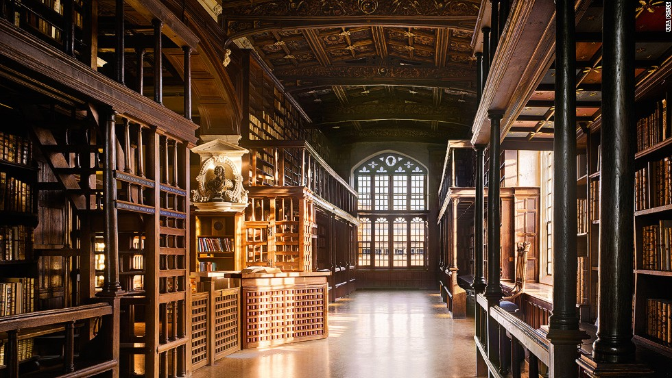 "<strong><br /><br />Will Pryc</strong>e: ""Arts End is one of most lovely corners of the group of libraries that constitute the Bodleian. Under the galleries there are little desks where readers face the bookshelves of one of the earliest wall-system libraries."""