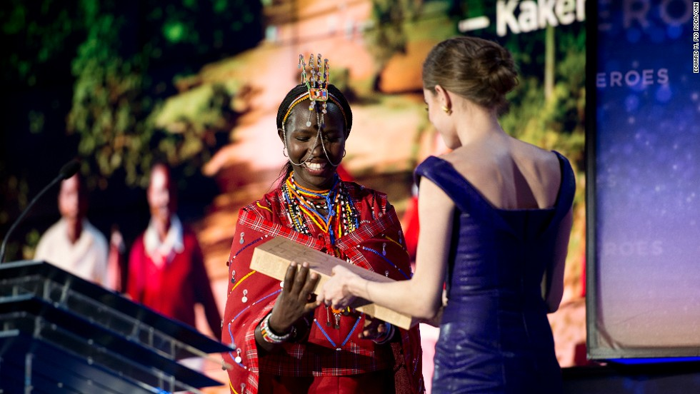 Williams presents an award to CNN Hero Kakenya Ntaiya. After becoming the first woman in her Kenyan village to attend college in the United States, Ntaiya returned home to open the village's first primary school for girls.