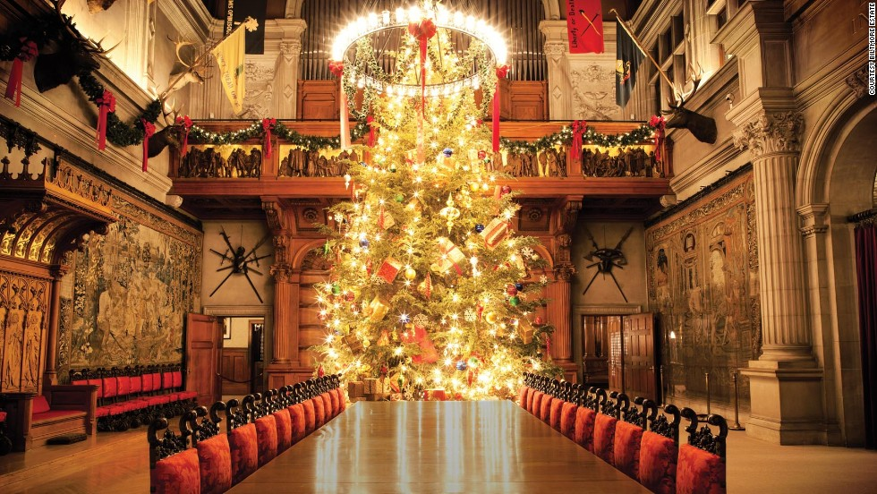George Washington Vanderbilt hosted a Christmas Eve bash back in 1895, when his 135,000-square-foot home was completed. Candlelight visits are available to visitors who want a taste of that evening.