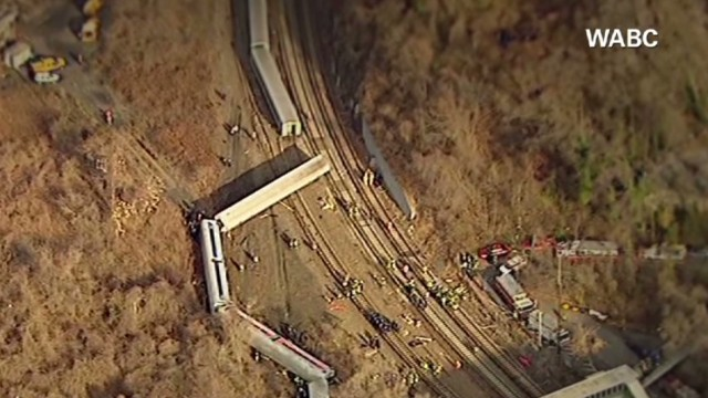 exp newday field derailed train dnt_00014404.jpg