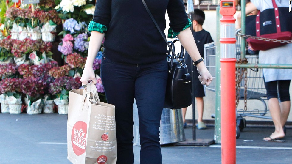 Reese Witherspoon swings by Whole Foods on November 30.