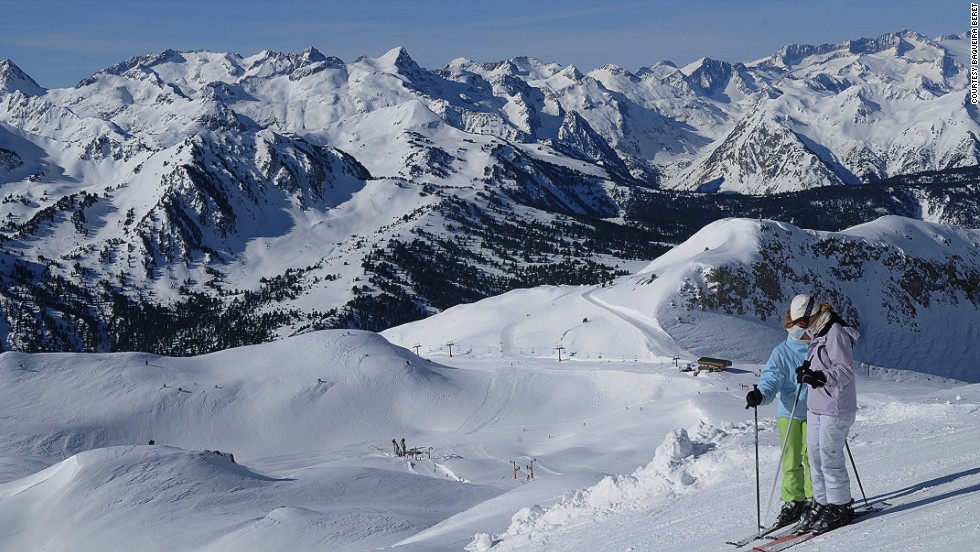The Spanish royal family are fans of this ski area in the region of Lleida in western Catalonia. Although small, the resort has something for snowboarders and skiers of all abilities: there are five green runs, 34 blue slopes, 26 red runs and six black slopes.