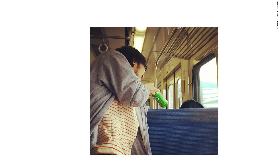 "Does ""hitori dating"" make solo commuting more enjoyable? Or more sad?"