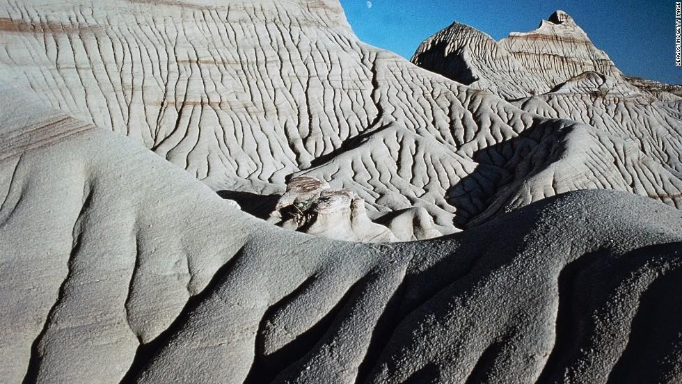Sandstone formations make up the badlands of Dinosaur Provincial Park in Alberta, Canada.