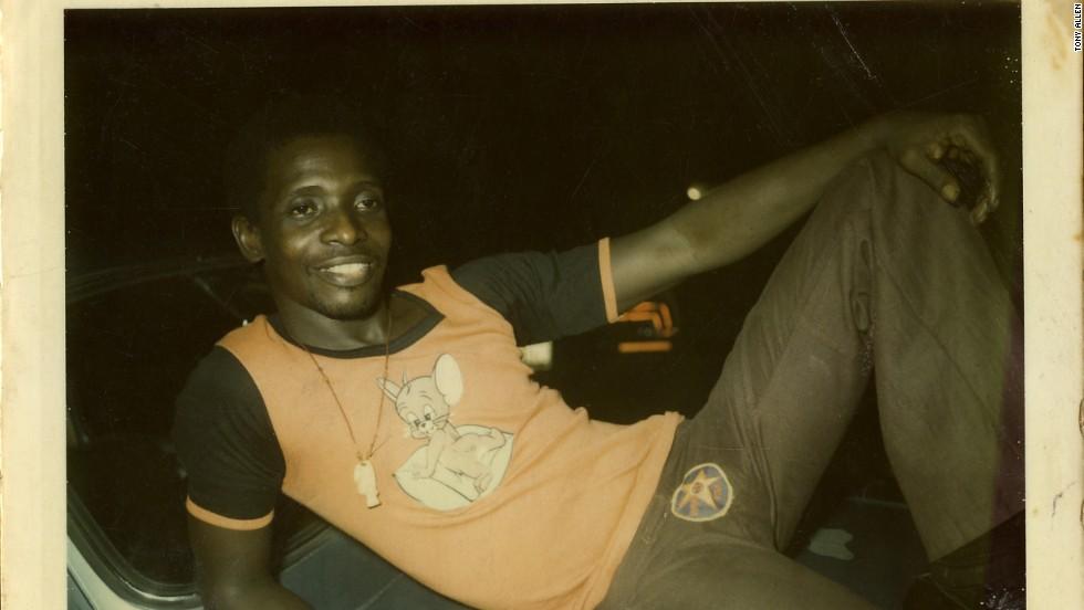 Alen relaxing in front of Fela's Kalakuta house in Lagos, in 1975.