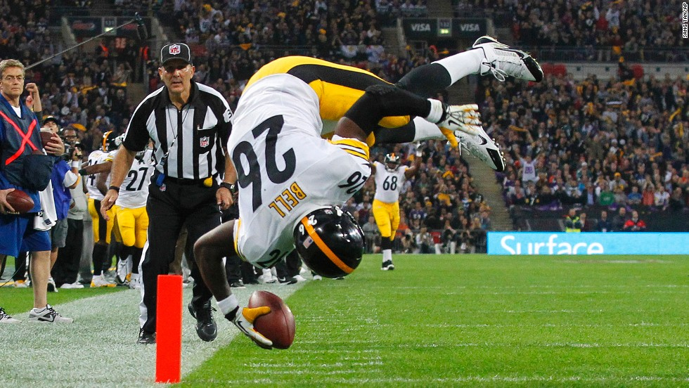Pittsburgh Steelers running back Le'Veon Bell scores a touchdown against the Minnesota Vikings on September 29 at Wembley Stadium in London. The Vikings won 34-27.